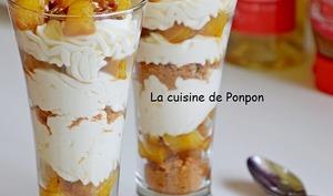 Verrine d'ananas flambé, crème mascarpone à l'acérola et spéculoos