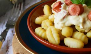 Gnocchi aux knacks et sauce fromagère