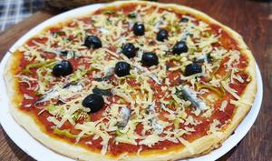PIZZA A LA PÂTE FEUILLETÉE ANCHOIS MAISON
