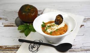 Soupette de tomate burrata et basilic frit