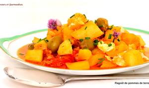 Ragoût de pommes de terre, tomates cerise et olives