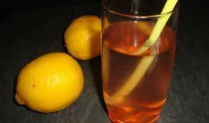 Eau aromatisée aux cerises et au citron