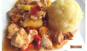 Poulet au four à l'ananas, aux poivrons et à la sauce barbecue