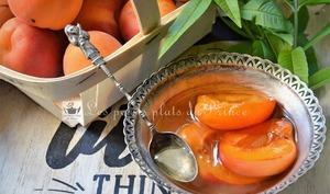 Oreillons d'abricot au sirop de verveine citronnelle