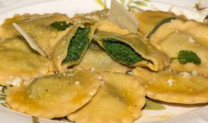 Raviolis aux orties et à la ricotta au beurre de sauge