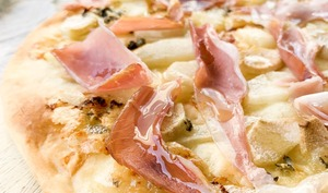 Pizza poire, roquefort et jambon cru