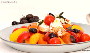 Salade de tomates, burrata et olives.