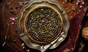 Tarte Shatapattra aux pistaches et à la rose