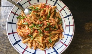 Penne à la tomate fraîche