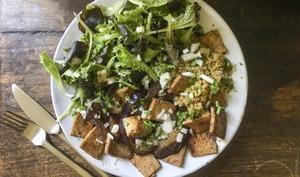 Quinoa, aubergines caramélisées et tofu mariné au thé fumé