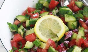 Salade tomates et concombre à la marocaine