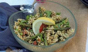 Salade de pâtes au pesto d'asperge verte