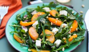 Salade de roquette aux pêches et à la feta