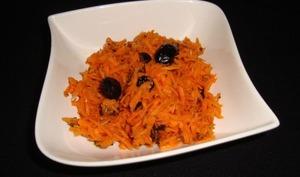 Salade de carottes râpées aux olives noires