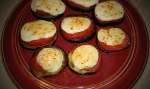 Tartines d'aubergine à la tomate et à la mozzarella