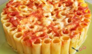 Gâteau de pâtes à la tomate, aux courgettes et à la ricotta