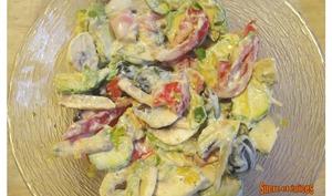 Salade légère de crudités aromatisée au curry