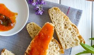Confiture d'abricots amandes, fève tonka