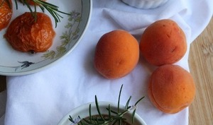 Crème de sarrasin avec abricots au sirop de romarin