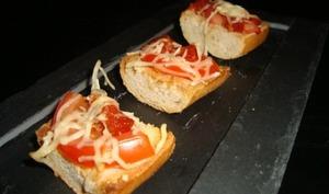 Mini bruschetta à la tomate et au chorizo