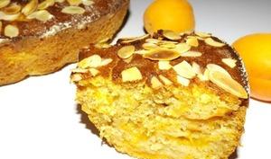 Gâteau aux abricots, aux amandes et à la vanille