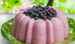Mousse aux framboises et fruits rouges