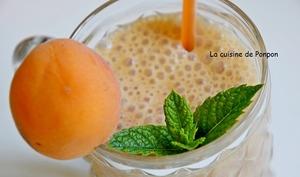 Smoothie aux abricots, melon, pêche et guarana blanc