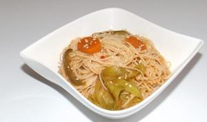 Nouilles chinoises sautées aux carottes, courgette et poivron