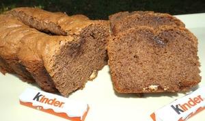 Cake au chocolat noir et aux barres Kinder