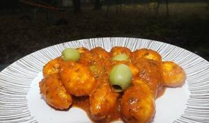 Mini quenelles en sauce tomate, pesto rosso et olives vertes