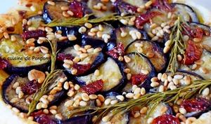 Tatin d'aubergines, tomates séchées, pignons et moutarde douce, végétarien