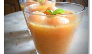 Gaspacho de melon et pêches jaunes au citron