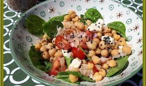 Salade de pois chiches, pousses d'épinard et pancetta
