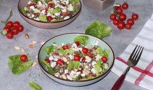 Salade de thon , lentilles vertes et cacahuètes
