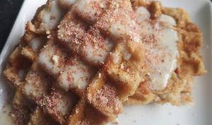 Gaufre de liège aux pralines roses et à la crème vanille