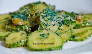 Salade de concombre, câpres et spiruline