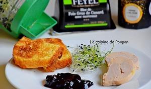 Foie gras accompagné de confiture de cerises à l'ail noir