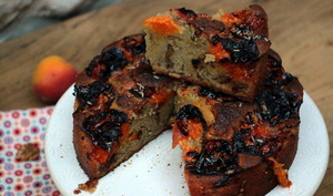 Gâteau aux abricots, aux noix et à la lavande