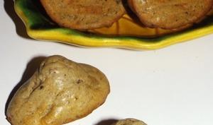 Madeleines apéritives à la confiture d'olive noire et au roquefort