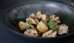 Mini brochettes de poulet curry ananas.