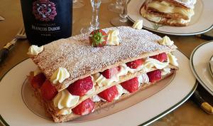 Mille-feuille aux fraises, crème pâtissière et chantilly