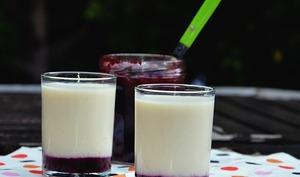 Blanc-manger et confiture de mûres en verrines