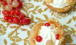 Choux à la mousse de chocolat blanc vanille et groseilles