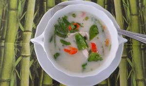 Soupe Thaï au poulet de Donna Hay