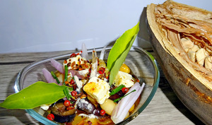 Salade de légumineuses à l'orientale aux feuilles et poudre de baobab