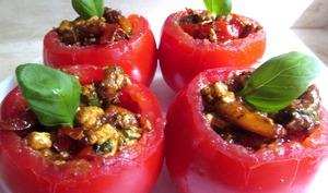 Tomates farcies aux crevettes, poivrons et feta