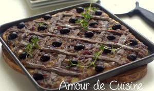 Pissaladière anchois et oignons rouges