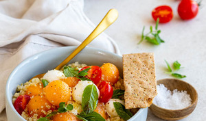 Salade de quinoa au melon, tomates et mozzarella