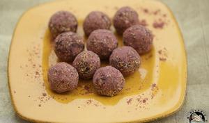 Energy balls cranberries acaï