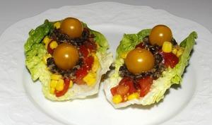 Salade de tomates cerises au maïs et au tartare d'algues